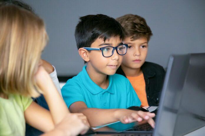 How to slow down myopia progression in kids?
